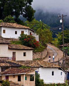 Cedros, Francisco Morazán....Tan bello que parece pintura... Por algo esta foto logró la mayor cantidad de vistas en la categoría de Pueblos de Honduras.
