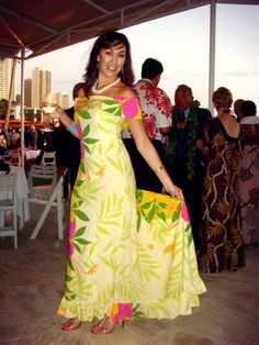 Mamo Howell Muumuu For Bridesmaids Hawaiian Wear, Hawaiian Fashion, Tropical Fashion, Hawaiian Dresses, Samoan Designs, Island Wear, Prom Dresses Long With Sleeves, Mom Dress, Traditional Dresses
