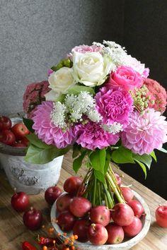 bouquet white pink rose dahlia http://gluckfloristik.com