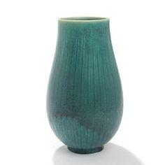 1324/512 - Saxbo: Vase af stentøj, riflet korpus, dekoreret med irgrøn glasur. Sign. Saxbo, Denmark 152. H. 24,5.