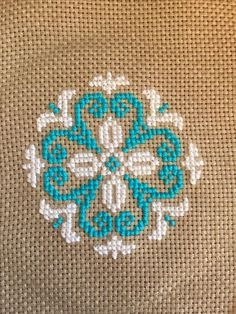 Cross-stitch pattern: emblem or flower. This Pin was discovered by HUZ Machine Embroidery Design - Pattern cross-stitch French knot embroidery pattern The size of the design Number of colors : 2 Number of shifts thread Small Cross Stitch, Cross Stitch Rose, Cross Stitch Borders, Cross Stitch Flowers, Cross Stitch Charts, Cross Stitch Designs, Cross Stitching, Cross Stitch Patterns, French Knot Embroidery