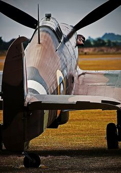 Good looking Hurricane. Fighter Aircraft, Fighter Jets, Hawker Hurricane, Battle Of Britain, Royal Air Force, Military Aircraft, World War Ii, Wwii, Aviation