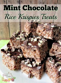 all time favorite snacks is a Rice Krispies treat! However, I have found something that is even better! It is this recipe for Mint Chocolate Rice Krispies Cereal Treats, Cereal Bars, Rice Cereal, Rice Crispy Treats, Krispie Treats, Yummy Treats, Chocolate Rice Krispies, Candy Popcorn, Popcorn Balls