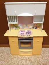 1999 Vintage Barbie Doll Yellow Light Up Kitchen Stove Oven Furniture Playset