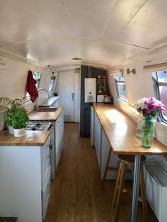 Boat Building Plans - What Type of Boat to Build - Tools And Tricks Club Narrowboat Kitchen, Narrowboat Interiors, House Boat Interiors, Canal Boat Interior, Deco Studio, Boat Building Plans, Boat Plans, Houseboat Living, Boat Stuff