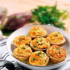 Specialità a base di fondi di carciofo ripieni con carciofi, formaggio, besciamella e gratinati con pangrattato.