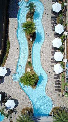 From a Texas-shaped swimming pool to an infinity-edge with majestic ocean views, we dive headfirst into some of the world's most breathtaking pools. Backyard Pool Designs, Swimming Pool Designs, Pool Landscaping, Backyard Pools, Pool Decks, Hotel Swimming Pool, Outdoor Swimming Pool, Indoor Pools, Piscina Hotel