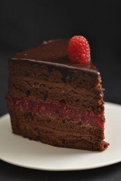 czekoladowo- malinowy tort
