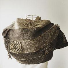 Gray handwoven stall. #winterfashion #handwoven #手織りマフラー #teorimono