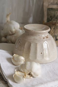 Delightful cafe au lait bowl! I would love to drink coffee from this beautiful bowl!
