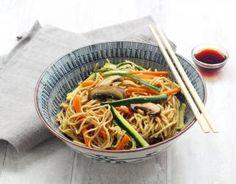 Recette - Wok de nouilles sautées aux légumes et champignons en pas à pas