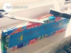 DIY reciclando. Un cartel decorado con latas de refresco