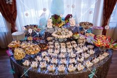 Candy bar with melted Olaf Olaf, Party Themes, Glitter, Sweets, Restaurant, Candy, Breakfast, Desserts, Food