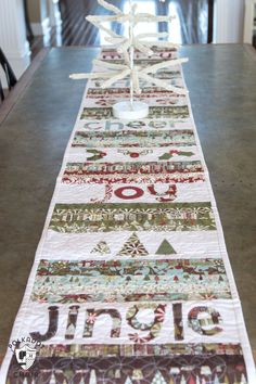 Table Runner And Placemats, Table Runner Pattern, Quilted Table Runners, Quilt Placemats, Square Placemats, Christmas Sewing Projects, Christmas Quilting, Christmas Patchwork, Christmas Bedding