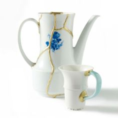 New Kintsugi* - *kintsugi is an old Japanese art of fixing broken pottery with gold New kintsugi is a new way. Kintsugi, Porcelain Ceramics, Ceramic Plates, China Porcelain, Painted Porcelain, Ancient Japanese Art, Gold Powder, Japanese Pottery, Tea Pots