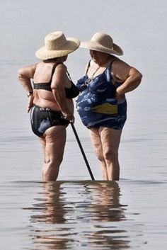 Looks like they're still enjoying the sea! Sand and salt water, good for the feet! always nice to have a bff! My Best Friend, Best Friends, Old Friends Funny, Young At Heart, Aging Gracefully, Friends Forever, Old Women, Getting Old, Beautiful People