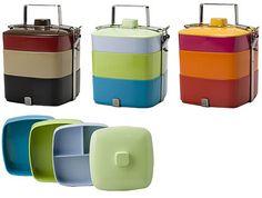 Vivo Square Bento Box, 2002.  Suddiviso in tre vassoi impilabili per la separazione il cibo.I colori vivaci sono pensati per il pic-nic.
