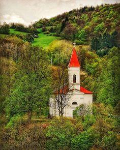 Mostenicky church - Moštenický kostol, Banská Bystrica Región, Slovakia Big Country, The Good Place, Cabin, Traditional, House Styles, Places, Outdoor Decor, Beauty, Beautiful