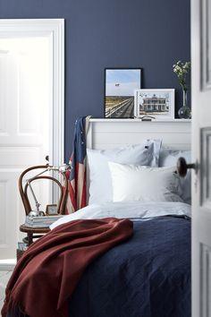 Viininpunainen ja sininen, blogista Valkoinen Harmaja Photo: Lexington & Boråstapeter lexingtonstephen singlebedroom