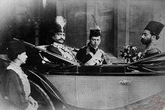 عکسی کمتر دیده شده از ناصرالدین شاه که در کنار پسر کوچک ملکه ویکتوریا دیده می شود.