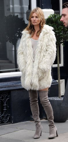 kate-moss-fur-coat-no-pants-london.jpg (450×936)
