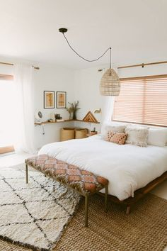 30 Boho chic Bedroom decor ideas and inspiration - pink accent simple cozy bohemian decor Contemporary Bedroom, Modern Bedroom, Master Bedrooms, Girl Bedrooms, Modern Contemporary, Simple Bedrooms, Eclectic Bedrooms, Home Interior, Interior Design