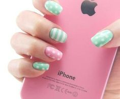 'Green and pink nails' ahum.. THE IPHONE  DYING  UMG UMG GIVE ME  OMGGGGGG   PEOPLEEE ITS PINKK!!!!!:00000 OMG *dead*