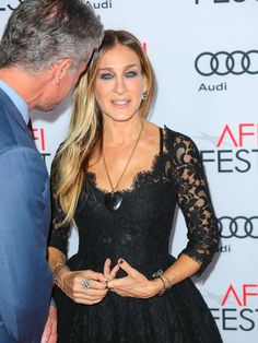 Sarah Jessica Parker Photos Photos - Sarah Jessica Parker is seen attending the AFI Fest Opening Night - Premiere of 'Rules Don't Apply' at TCL Chinese Theatre. - AFI Fest Opening Night - Premiere of 'Rules Don't Apply'