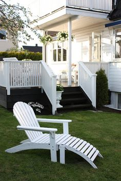 Outdoor Spaces, Outdoor Living, Outdoor Decor, Modern Farmhouse Exterior, House With Porch, White Gardens, Fence Design, Garden Inspiration, My Dream Home