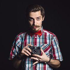 Porträt eines netten fotografen im studi... | Free Photo #Freepik #freephoto #hochzeit #technologie #kamera #mode Stock Foto, Studio, Button Down Shirt, Men Casual, Mens Tops, Fashion, Technology, Fashion Styles, Photographers