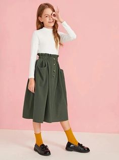 To find out about the Girls Paperbag Waist Pocket Detail Skirt at SHEIN, part of our latest Girls Skirts ready to shop online today! Preteen Girls Fashion, Girls Fashion Clothes, Kids Outfits Girls, Girl Outfits, Casual Outfits, Cute Outfits, Fashion Outfits, Little Girl Dresses, Flower Girl Dresses