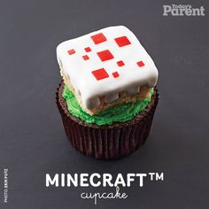 Make our Minecraft™ cupcake! Cupcake Party, Birthday Cupcakes, 7th Birthday, Baking Tips, Baking Recipes, Mindcraft Party, Cake Decorating, Decorating Ideas, Todays Parent