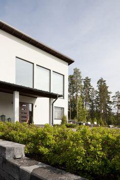 Kivitaloon saa helposti näyttävät isot ikkunat, lisää ideoita www.lammi-kivitalot.fi