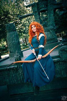 Disney Cosplay Beautiful cosplayer YunaDaKilla looks amazing as Merida from Brave! Merida Dress, Merida Costume, Merida Cosplay, Cosplay Anime, Disney Cosplay, Amazing Cosplay, Best Cosplay, Cosplay Costumes, Halloween Costumes