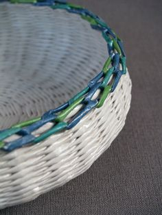 Paper basket hand weaved by BluReco http://blureco.blogspot.co.uk/2014/02/kosz-na-cebule_6.html