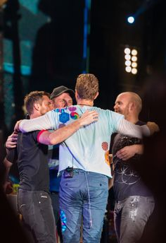 For everything Coldplay check out Iomoio Coldplay Band, Coldplay New, Coldplay Wallpaper, Chris Martin Coldplay, Jonny Buckland, Band Pictures, Country Music Singers, Celebrity Travel, Iron Man Wallpaper