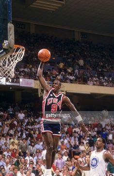 Fotografia de notícias : Team USA Michael Jordan in action, dunking vs NBA...