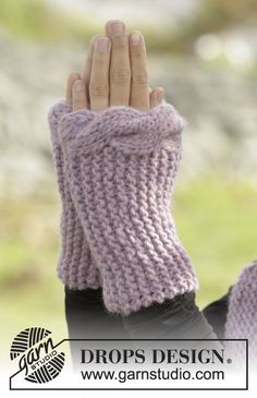 """Cable Embrace by DROPS Design. Wrist warmers worked sideways in garter st and with cable edge in """"Andes"""". Free #knitting pattern"""