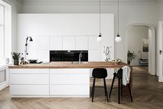 Mano Kitchen + Bathroom by Kvik : Launched in Scandinavian kitchen company. Mano Kitchen + Bathroom by Kvik : Launched in Scandinavian kitchen company Kvik was founded i All White Kitchen, New Kitchen, Kitchen Dining, Kitchen Decor, Scandinavian Kitchen, Scandinavian Style, Scandi Style, Scandinavian Interior, Cuisines Design