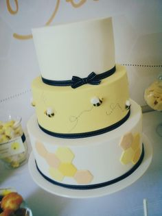 Bee Cake-love it all but the hive on the bottom