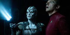 """""""Star Trek Beyond"""" - Captain Kirk, Spock und Co. sind zurück in den Kinos. Im dritten Teil der Star-Trek-Neuverfilmung landen sie auf einem unbekannten Planeten und kämpfen gegen dunkle Mächte."""