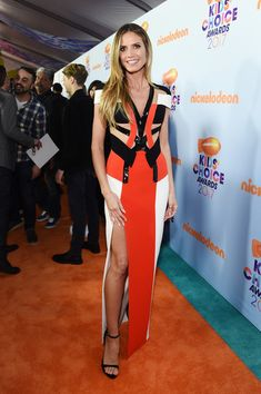 Heidi Klum Photos Photos - Model Heidi Klum at Nickelodeon's 2017 Kids' Choice Awards at USC Galen Center on March 11, 2017 in Los Angeles, California. - Nickelodeon's 2017 Kids' Choice Awards - Red Carpet