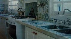 Azulejos na bancada da pia