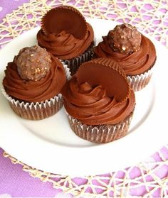 Ferrero Rocher and Reese's Cup Cupcakes | #cupcakes #Ferrero #Reeses #Rocher