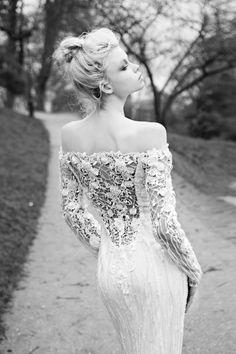 Το σκέφτεστε ακόμη; Συλλογή νυφικών Berta 2013. Λευκά προσκλητήρια γάμου που θα σας συναρπάσουν - http://www.lovetale.gr/wedding/wedding-invitations?atr_color=53