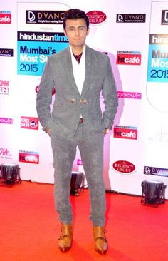 "HT Mumbai's Most Stylish Awards 2015 in Mumbai on March 2015 - ""Most Stylish Singer Of The Year"" Sonu Nigam, 26 March, Mumbai, New Look, Singers, Awards, Suit Jacket, Breast, Indian"
