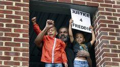 osCurve   Contactos : Protesta la muerte de Freddie Gray, mientras perma...
