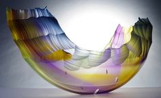 Море — это неиссякаемый источник вдохновения для художников. И именно стекло, как никакой другой материал, подходит для их воплощения. В этой публикации я собрала фотографии изумительных работ стеклодувов с разных сторон света, вдохновленых морем и волнами. Это и вазы и скульптуры, мозаика, витражи и даже архитектурные строения — всё из стекла. Приятного вам просмотра и вдохновения!
