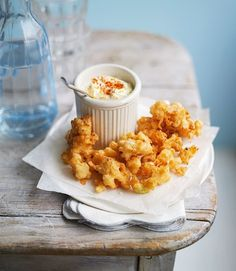 Cauliflower is quite an underrated vegetable, so you might be surprised at how fantastic these Parmesan cauliflower fritters really are. Veg Recipes, Great Recipes, Vegetarian Recipes, Snack Recipes, Cooking Recipes, Healthy Recipes, Snacks, Starter Recipes, Cheese Recipes