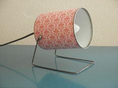 Boite de conserve trnasformée en lampe type projecteur.